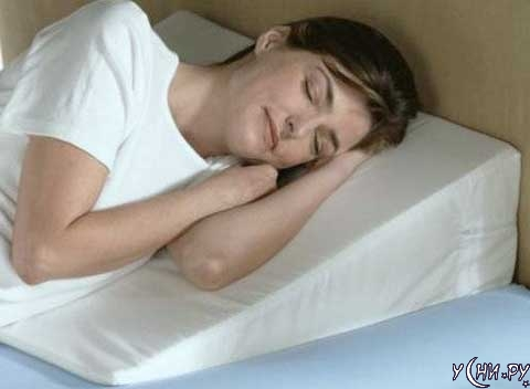 Клиновидная ортопедическая подушка