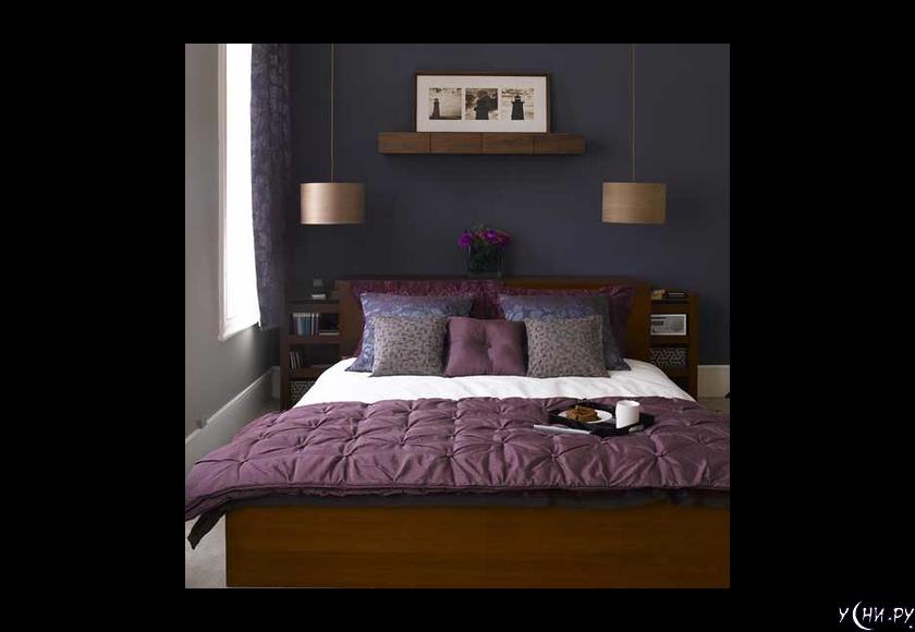 е обязательно оформлять маленькую спальню в светлых тонах. Правильный подбор темных цветов создает эффект глубины и позволяет зрительно увеличить пространство